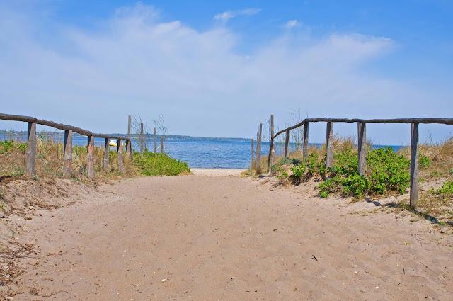 zejście na plaże Rewa, pocztówkowy widok