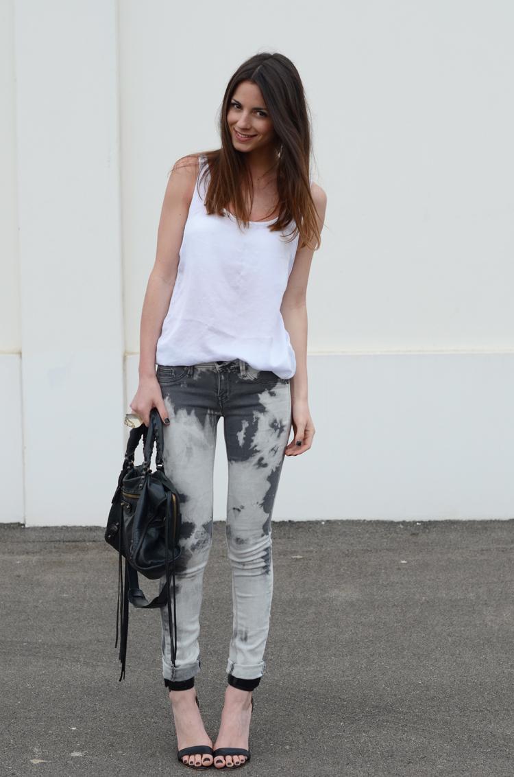 Tie Dye Jeans Fashion Vibe News