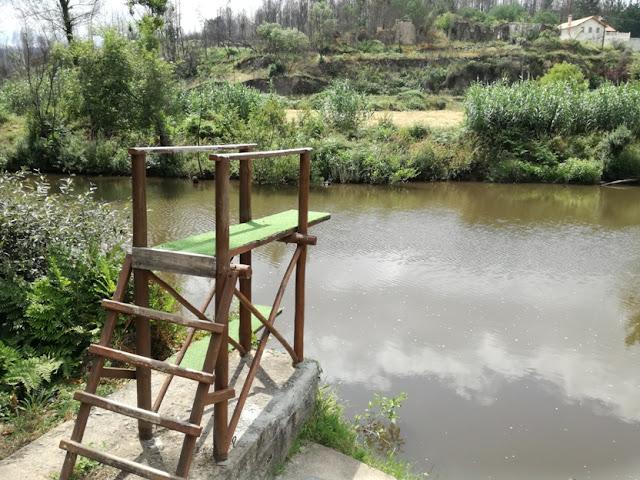 Local de Saltos para água na praia da Bogueira