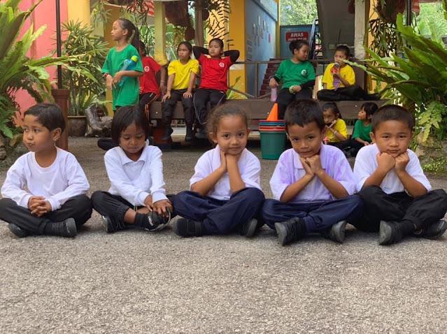 Senyuman mesra dari pelajar SK Kudong, Johor, sekolah Orang Asli berprestasi tinggi yang telah menerima pelbagai penghargaan antaranya Sekolah Orang Asli terbaik, PIBG terbaik, PIBK terbaik, Pra-sekolah terbaik dan Surau Sekolah terbaik.