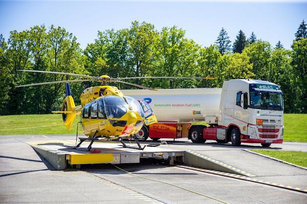 Primeiro vôo de um helicóptero de resgate com combustível de aviação sustentável