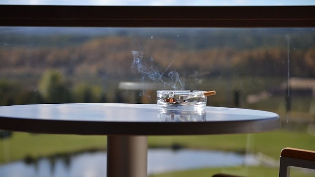 Οι Ρώσοι δεν μπορούν πια να καπνίζουν και να ψήνουν σουβλάκια στα μπαλκόνια των σπιτιών τους