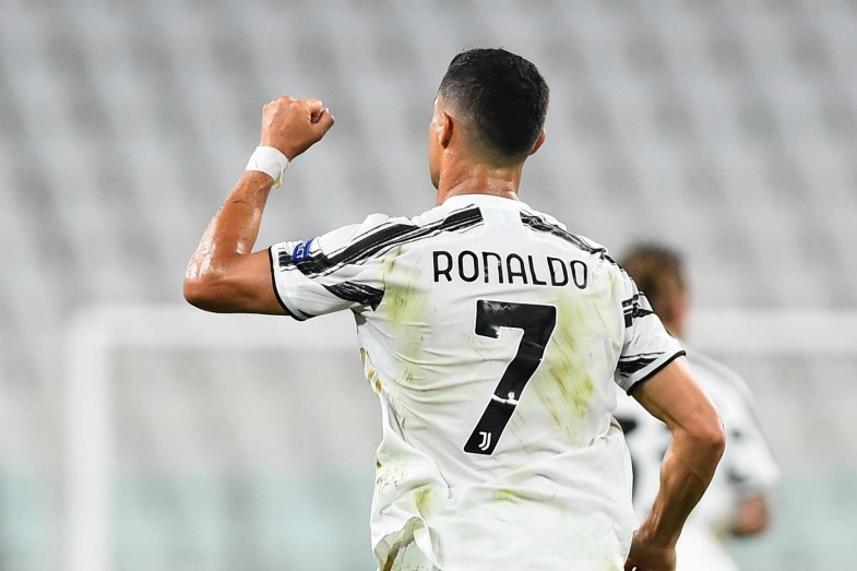SỐC: Juve mời Barca mua Ronaldo, kết hợp với Messi