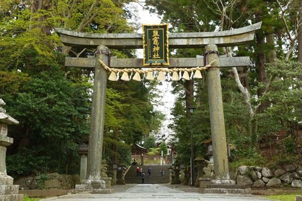 ศาลเจ้าชิโองามะ (Shiogama Shrine: 鹽竈神社)
