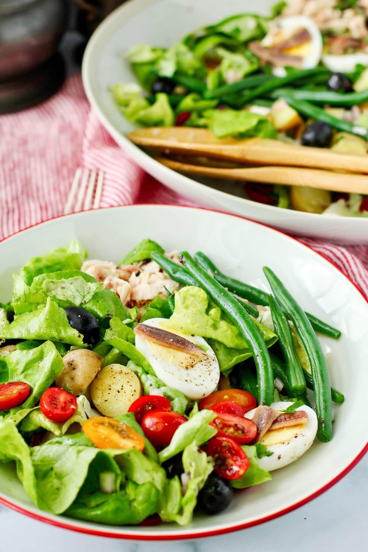 Salade Niçoise plated