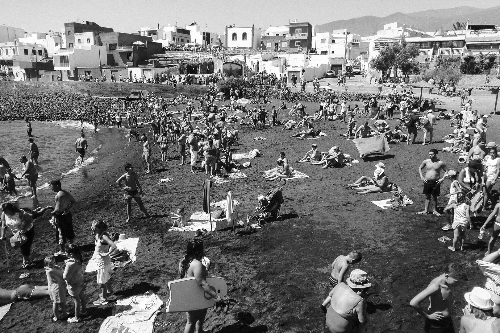 Romeria, Guimar - Socorro; Crowded beach in the day of La Fiesta