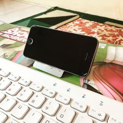 kartu kredit untuk phone holder