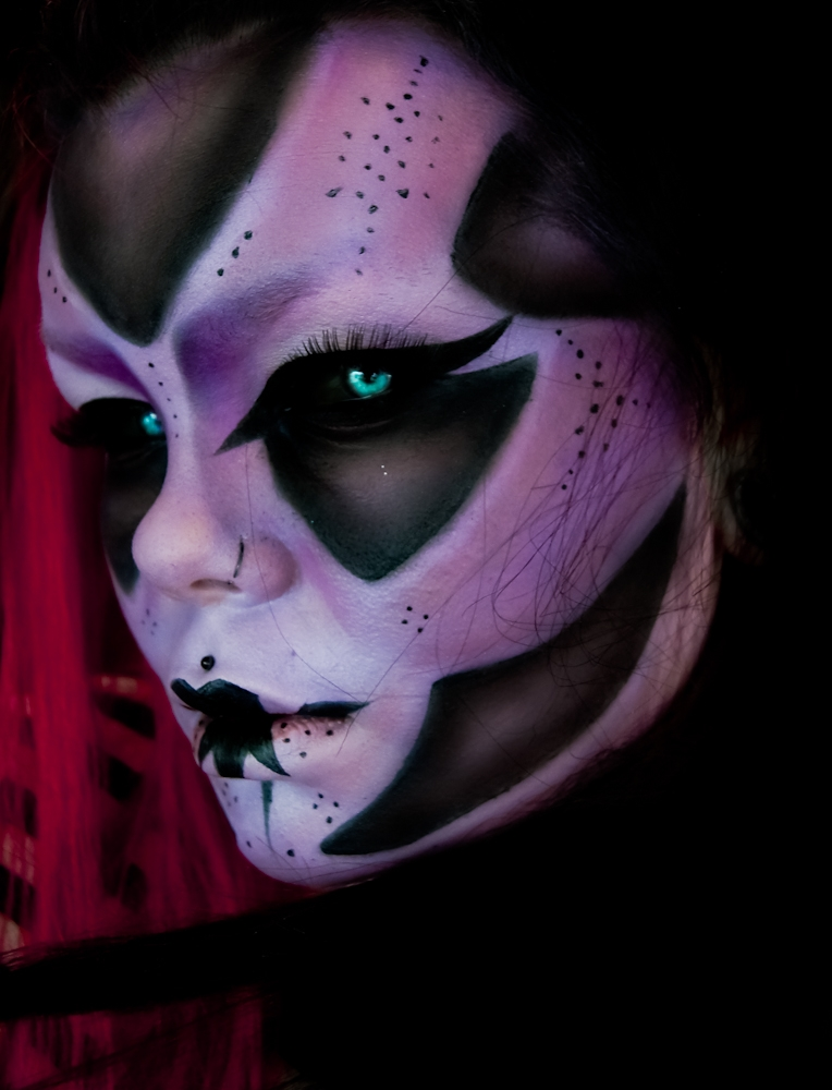 05-Apocalypse-Carla-CrimsonnOnyxx-Face-and-Body-Painting-by-a-Chameleon-like-Artist-www-designstack-co
