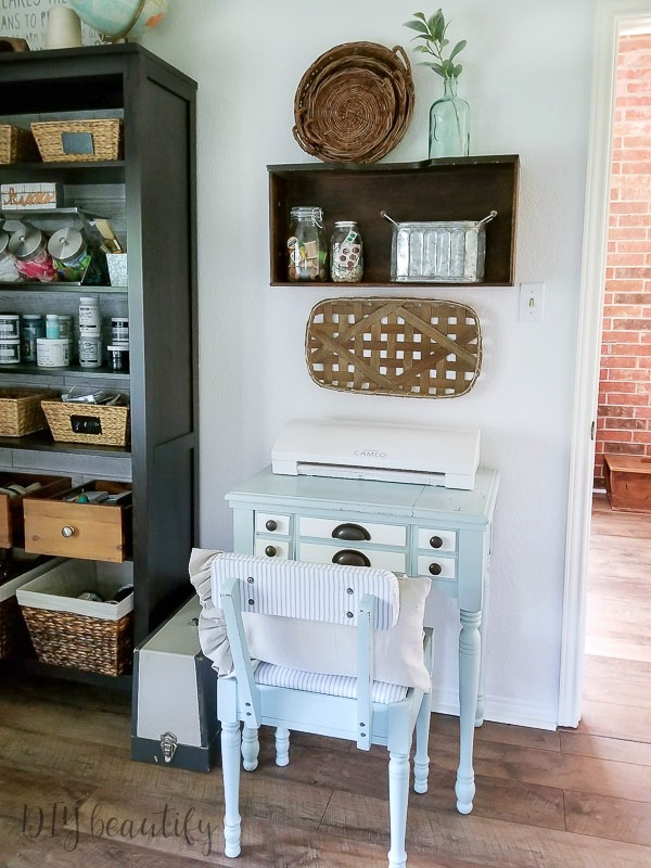 sewing nook in my new farmhouse office - www.diybeautify.com
