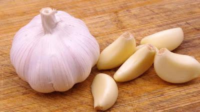 mengatasi masalah pada rambut dengan bawang putih