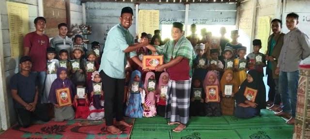 """""""Memasyurkan Al-Qur'an Hingga ke Pelosok Negeri"""", Pemuda ARJER dan IPAMATRA Berbagi Mushaf Al-Qur'an"""