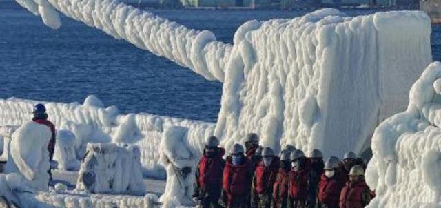 Эсминец «Дональд Кук» замерз в Баренцевом море