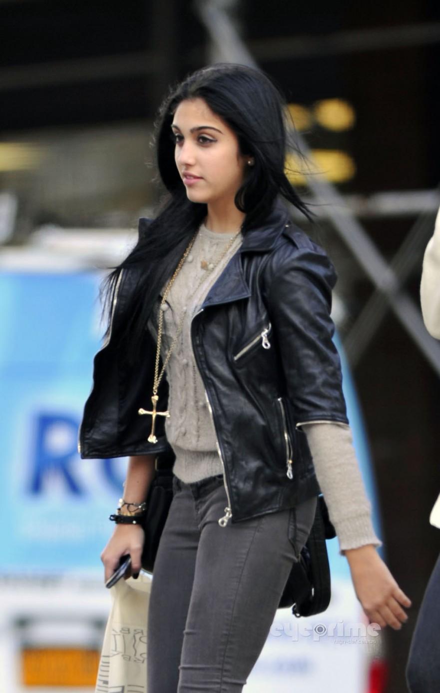New York Prime >> Hardcandylola: lola Leon seen out shopping in New York, Oct 17