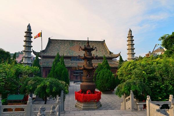 วัดเซียงกว๋อ (Xiangguo Temple)