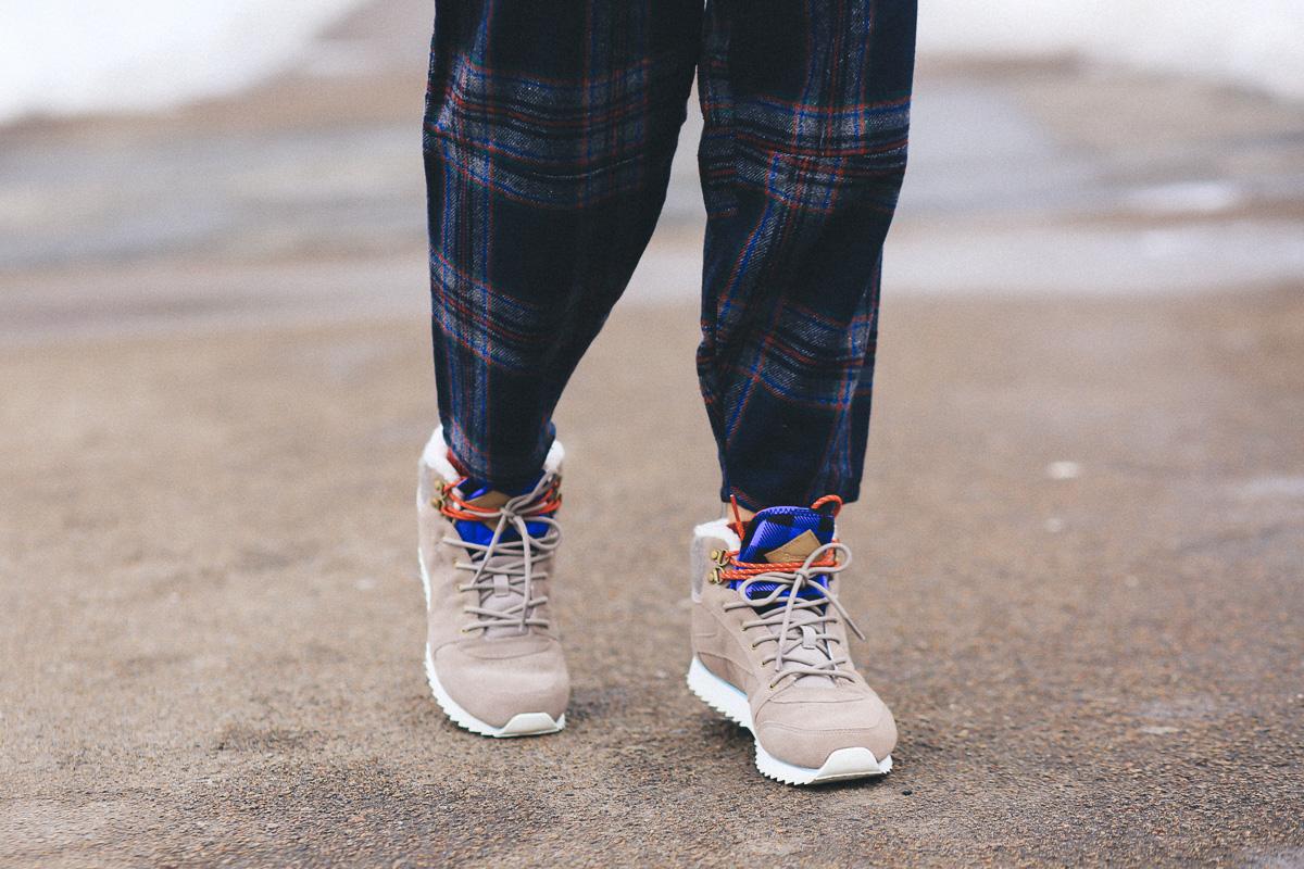 как носить бежевые кроссовки