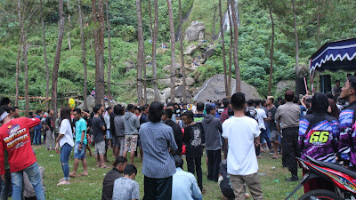 WOW !!! Pengunjung Wisata Curug Gunung Putri Bruno Membludak