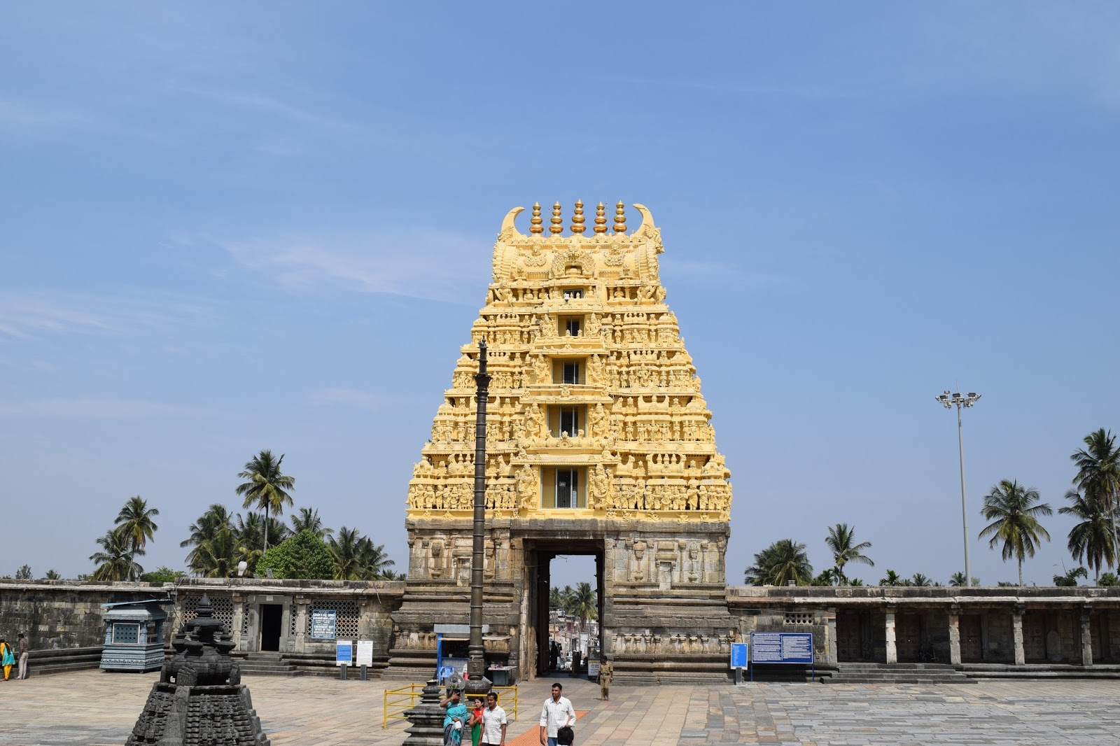 rajya gopura of chennakesava temple or belur temple