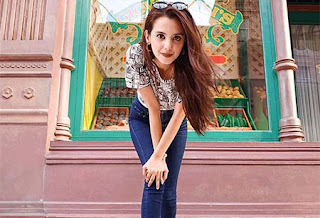 Echa Oemry pemeran Maya di Tukang Ojek Pengkolan (TOP)