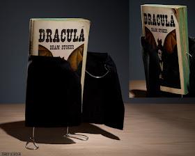 Meme de humor sobre el libro Drácula