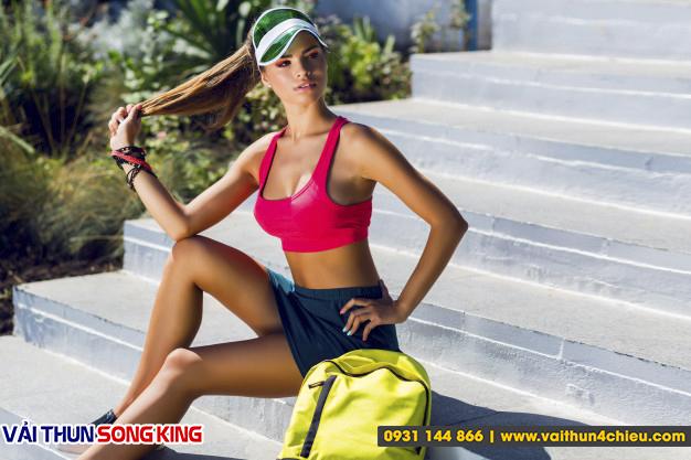 Tính năng co giãn và thoát mồ hôi là rất quan trọng với thời trang thể thao