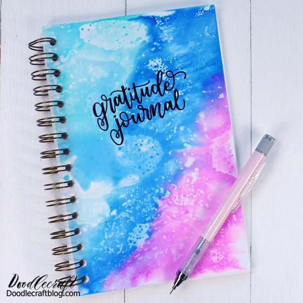 Here's a quick gratitude DIY journal you'll love! I am a firm believer in counting blessings, giving thanks and always having a positive outlook on life. Having a gratitude journal can change your life from feeling anxiety and overwhelmed to looking for those positive things that happened during the day.