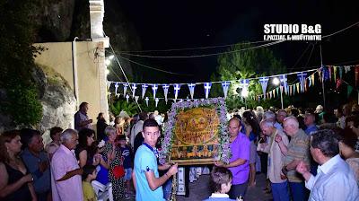 Γιόρτασαν στο Ναύπλιο τους Αγίους Πάντες στο ιστορικό εκκλησάκι σπήλαιο (βίντεο)