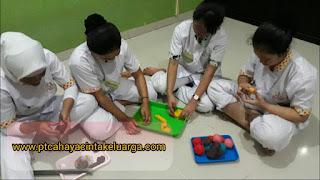 penyalur penyedia baby sitter perawat pengasuh suster anak bayi balita ke seluruh indonesia jakarta jabodetabek jawa sumatera kalimantan sulawesi papua nusa tenggara bali dan pulau lainnya yang dapat membuat mainan clay atau malam sendiri.