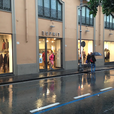"<img src =""Sorrento.png"" alt=""Shopping in Sorrento"">"