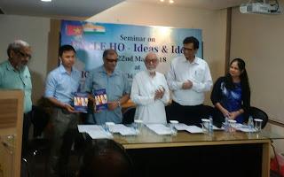 भारत वियतनाम संबंधों पर पुस्तक लोकार्पण करते हुए