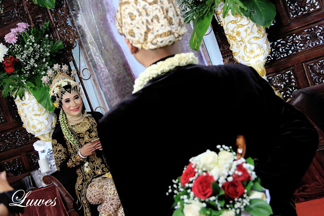 Resepsi pernikahan dengan tema adat jawa