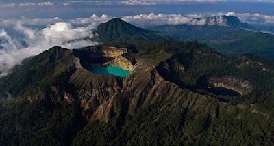 Gunung Kelimutu