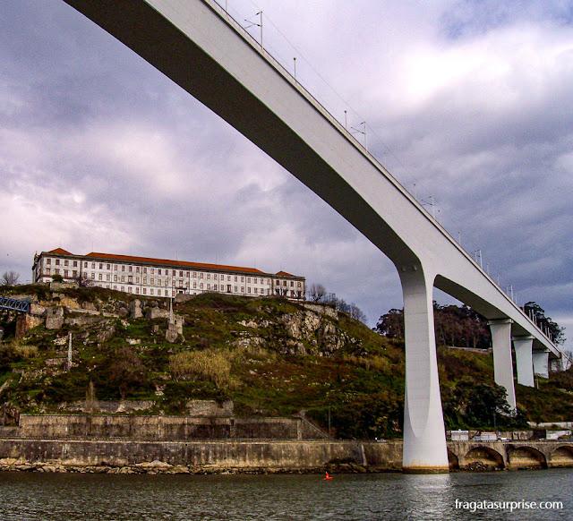 Ponte de São João, sobre o Rio Douro, entre o Porto e Vila Nova de Gaia