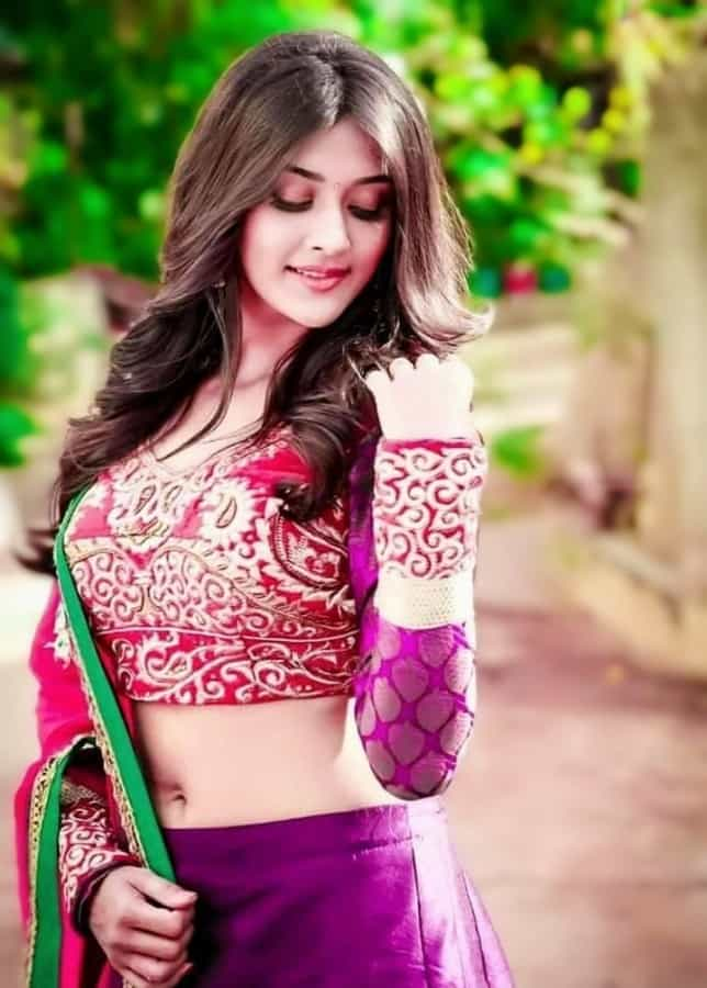 girl photo pose style in saree, lehenga, navel showing pose for girl