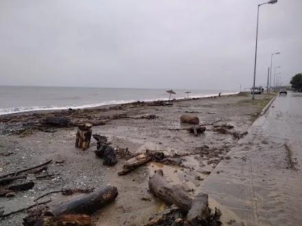 Λάρισα: Σοβαρές ζημιές από την κακοκαιρία στα παράλια του δήμου Αγιάς