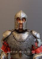statuetta ritratto scultura realistica rievocazione storica guerriero con elmo e spada  orme magiche