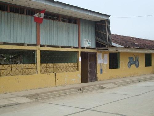 Escuela ARISTIDES DEL AGUILA RIOS (EX - 0071) - Papaplaya