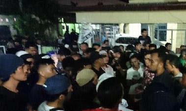 Masjid di perumnas mandala dilempari batu