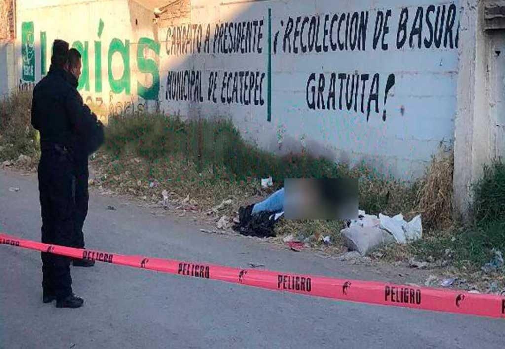 """Al pie de un anuncio """"Recolección de basura gratuita"""", fueron abandonadas dos mujeres asesinadas con un tiro en la cabeza, en Ecatepec"""