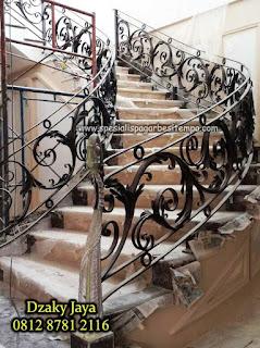 model railing tangga besi tempa, railing tangga klasik, railing tangga besi ulir (6)