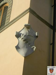Immagine dello stemma dei Bardi sulla facciata del palazzo