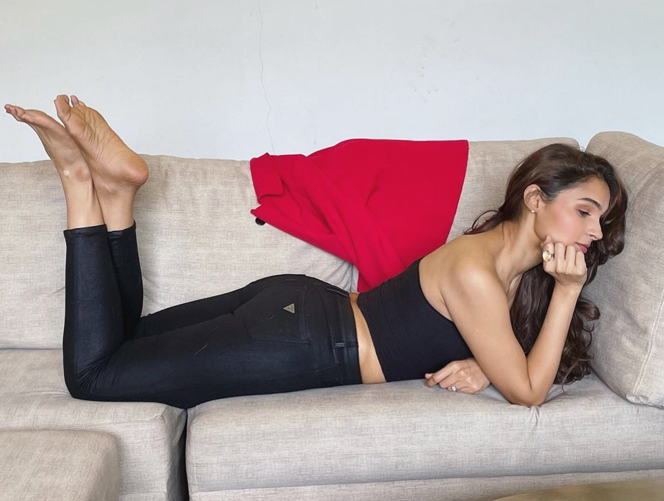Actress Andrea Jeremiah Latest Hot Photos