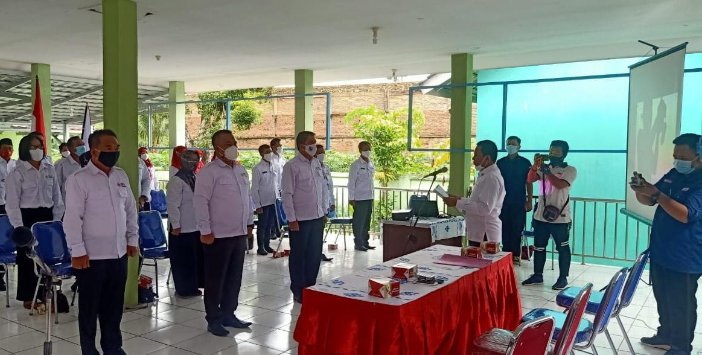 Sekretari PMI Lampura Lantik Pengurus PMI Tiga Kecamatan