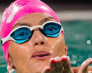 Brasileira nada mais de 30 horas ininterruptas e bate recorde mundial