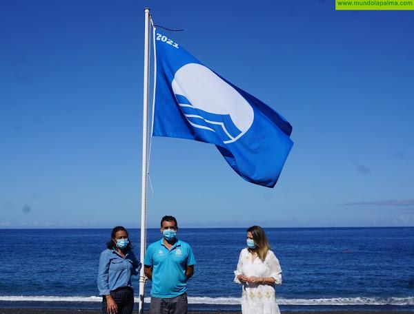 Puerto Naos y Charco Verde ya lucen las Banderas Azules 2021