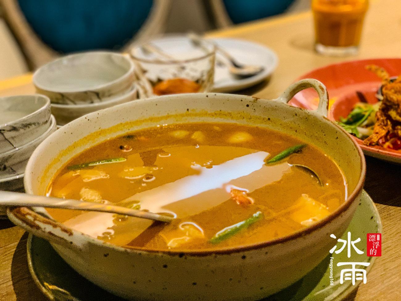 不是很有泰國風味了~剩下一點點的酸辣味~整個走經