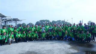Touring Sambil Bagi-Bagi Bunga demi Safety Riding