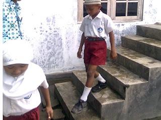 "Contoh PTK Matematika Kelas 5 ""Peningkatan hasil belajar matematika melalui permainan naik turun tangga untuk siswa Sekolah Dasar/Madrasah"""
