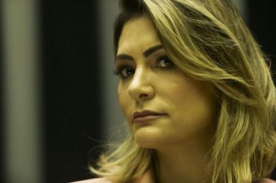 Michelle Bolsonaro está arrasada e abatida