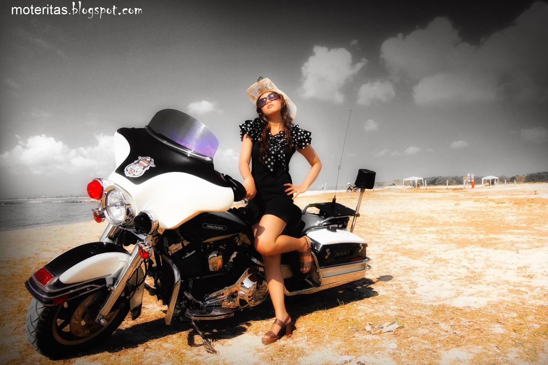 Cop motorcycle bikini