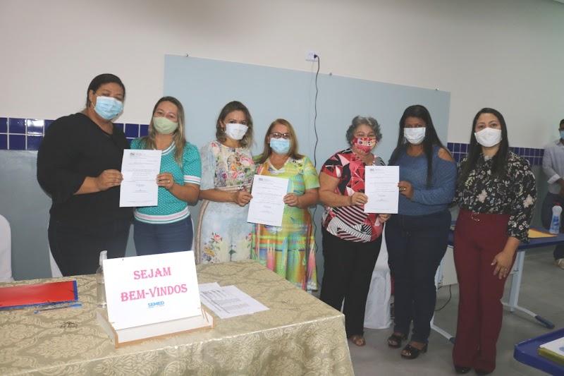 Prefeita Dirce Prazeres participa de encontro pedagógico com gestores e supervisores em Lima Campos.
